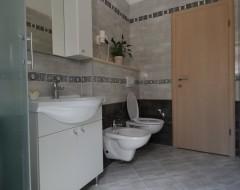 Ap.1 bungalo bathroom 1