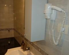 Ap.9,10, bathroom x